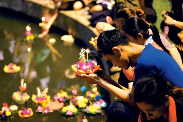 Ngắm đèn lễ hội Loi Krathong cổ nhất Thái Lan