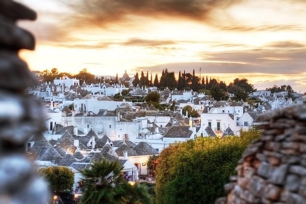 Độc đáo thị trấn lều đá ở Italy