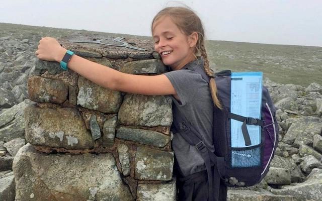 Chỉ trong 24 tiếng, cô bé 10 tuổi này đã leo được 15 ngọn núi