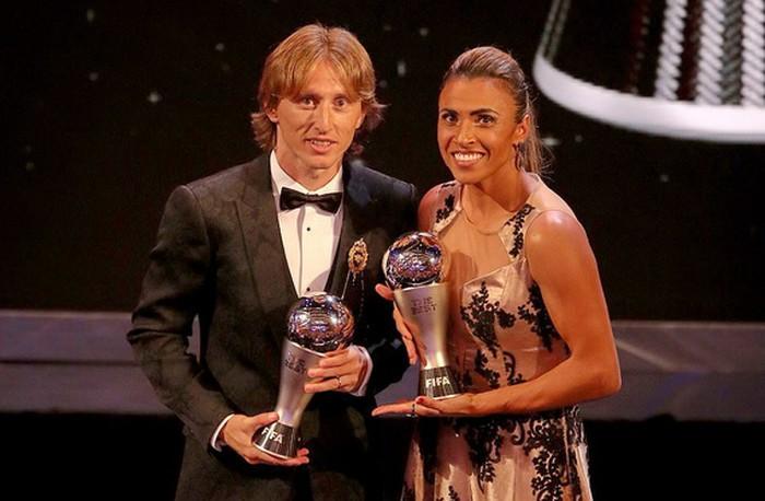 Lần thứ hai vượt qua Ronaldo, Luka Modric đoạt danh hiệu cầu thủ xuất sắc nhất năm của FIFA