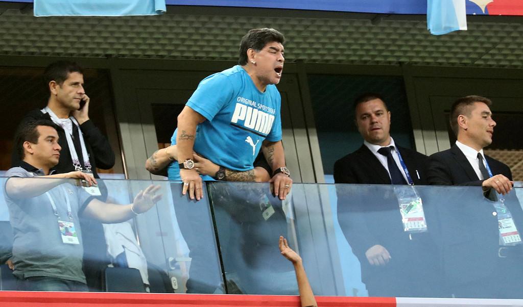 '50 sắc thái' của Diego Maradona trong ngày Argentina thoát 'cửa tử'