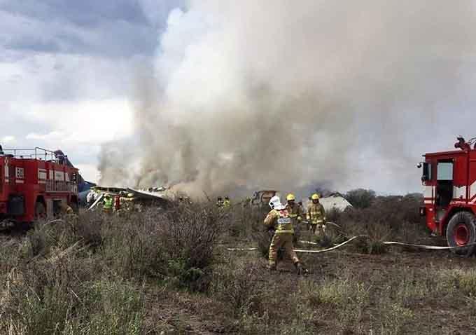 Mexico - Máy bay rơi nhưng may mắn không ai tử vong
