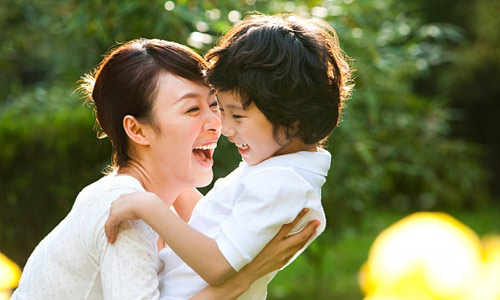 Có phải phụ nữ luôn yêu con hơn đàn ông?