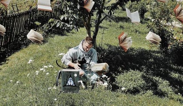 Những bức ảnh độc đáo của người đàn ông mê sách