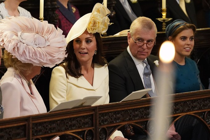 Những chiếc mũ độc đáo trong lế cưới Harry