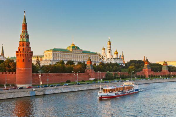 Ai là người đầu tiên đã dịch hai tình khúc Nga nổi tiếng 'Chiều Moskva' và 'Đôi bờ' ra tiếng Việt?