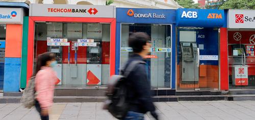 4 ngân hàng lại tăng phí ATM nội mạng