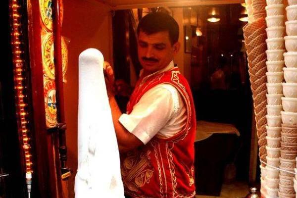 Nghệ thuật làm kem truyền thống của Thổ Nhĩ Kỹ