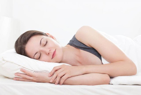 Đi ngủ muộn và ngủ lâu làm tăng nguy cơ mắc ung thư vú