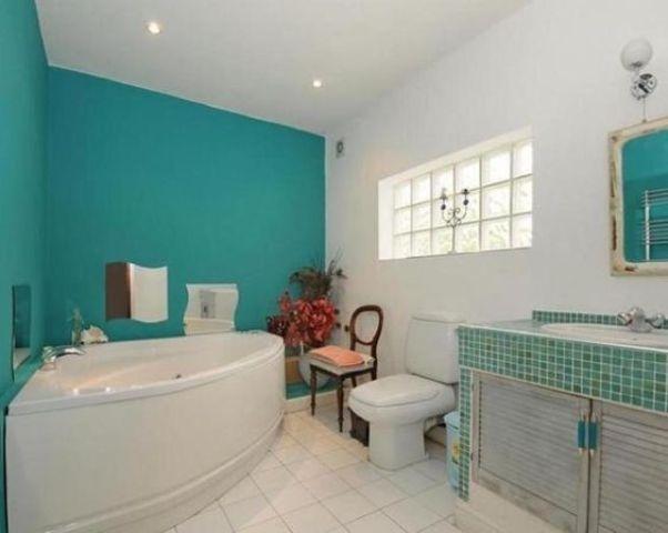 Trang trí phòng tắm màu ngọc lam cho ngày hè thêm mát