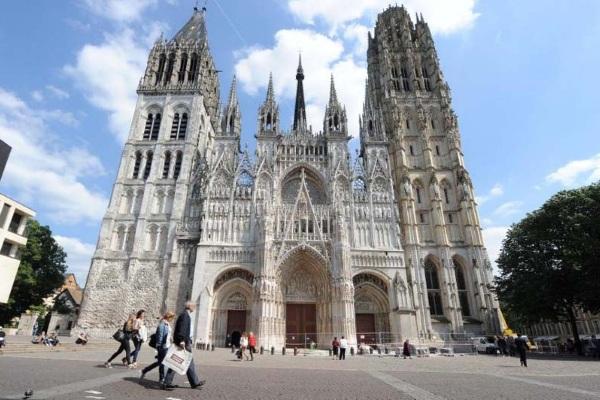 Không khí giáng sinh rực rỡ tại Nhà thờ Đức Bà Paris