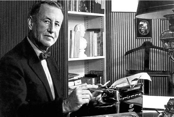 Điệp viên 007 được tạo ra từ một nhà văn kiêm nhân viên tình báo và hàng loạt chi tiết thú vị khác