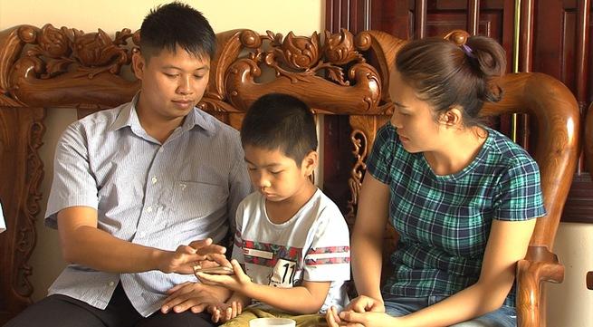 Vì sao vẫn chưa thể trao - nhận con giữa 2 gia đình ở Ba Vì?