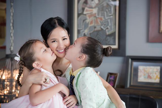 Hậu ly hôn, 3 mẹ con Hồng Nhung vẫn vui vẻ rạng rỡ