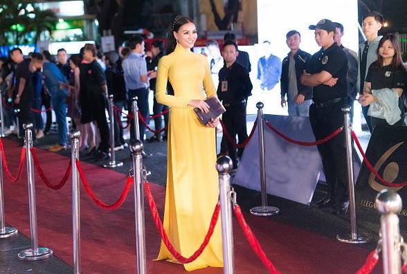 Vẻ dịu dàng quý phái của người đẹp Trần Huyền Nhung tại đêm chung kết HHVN