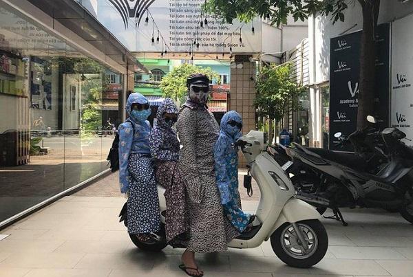 """Hài hước hình ảnh cả gia đình diện trang phục """"ninja"""""""