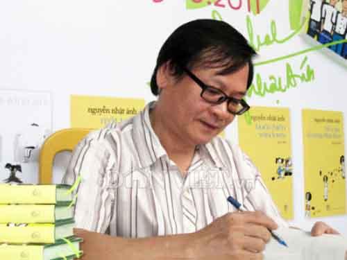 Nhiều bạn đọc Đà Nẵng muốn được nhà văn Nguyễn Nhật Ánh ký tặng
