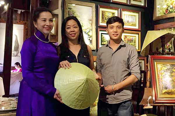 Nón lá sen – sản phẩm du lịch mới mang thương hiệu xứ Huế