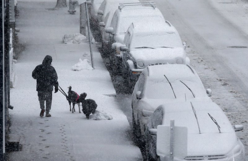 Đông Bắc nước Mỹ tê tái trong tuyết rơi 60cm
