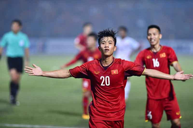 Thắng đậm Campuchia, tuyển Việt Nam vào bán kết AFF Cup với ngôi đầu bảng A