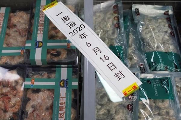 Sau cá hồi, Trung Quốc phát hiện tôm đông lạnh mang mầm bệnh COVID-19