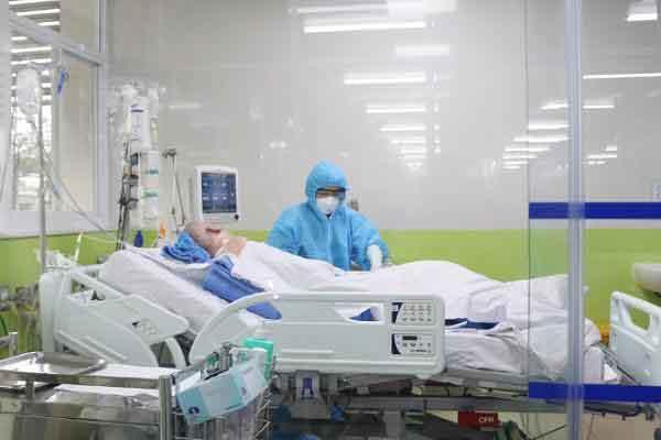 Gan, thận phục hồi, viêm phổi cải thiện, phi công người Anh ngưng ECMO