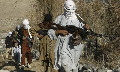 Taliban giết 30 nhân viên an ninh  và chiếm căn cứ quân sự