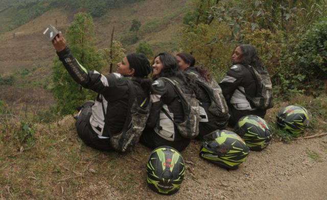 Bốn phượt thủ nữ Ấn Độ tới Việt Nam bằng xe máy