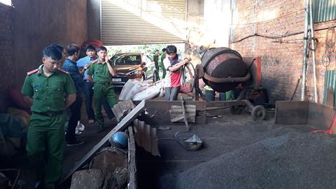 Bắt quả tang một cơ sở chế biến nông sản dùng lõi pin để nhuộm cà phê