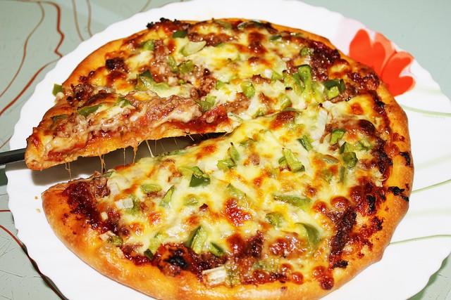 Học cách làm pizza chiêu đãi cả nhà ngày nghỉ