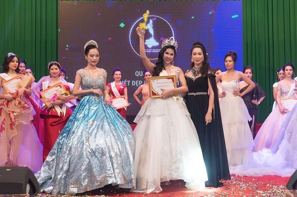 Trịnh Kim Chi gợi cảm trao vương miện cho Quán quân Nét đẹp công sở 2019