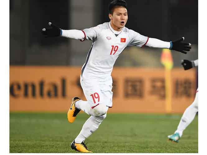 TOP 10 bàn thắng đẹp nhất của Nguyễn Quang Hải - Quả Bóng Vàng Việt Nam 2018