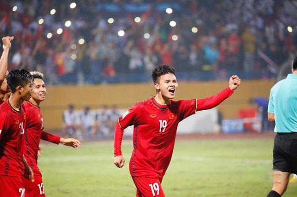 AFF Cup: Quang Hải tranh giải xuất sắc nhất với đối thủ đặc biệt