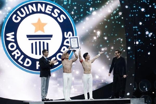 Quốc Cơ, Quốc Nghiệp xác lập kỷ lục Guinness Thế giới