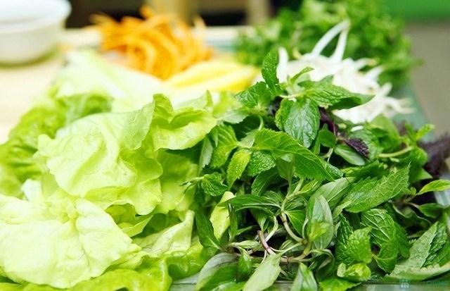 Những người có các đặc điểm bệnh sau không nên ăn rau sống