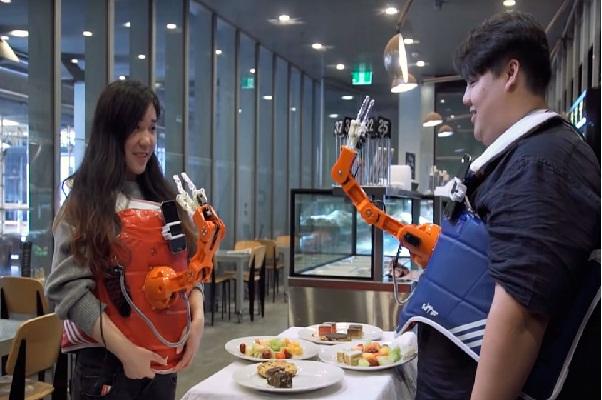 Robot giúp làm tăng cảm xúc bữa ăn