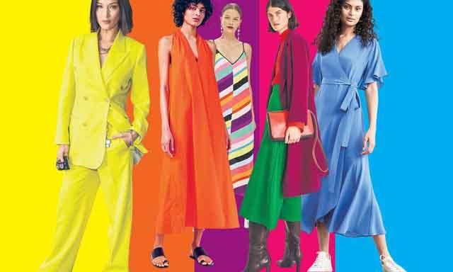 Vì sao phụ nữ ngày càng thích mặc trang phục sắc màu sặc sỡ?