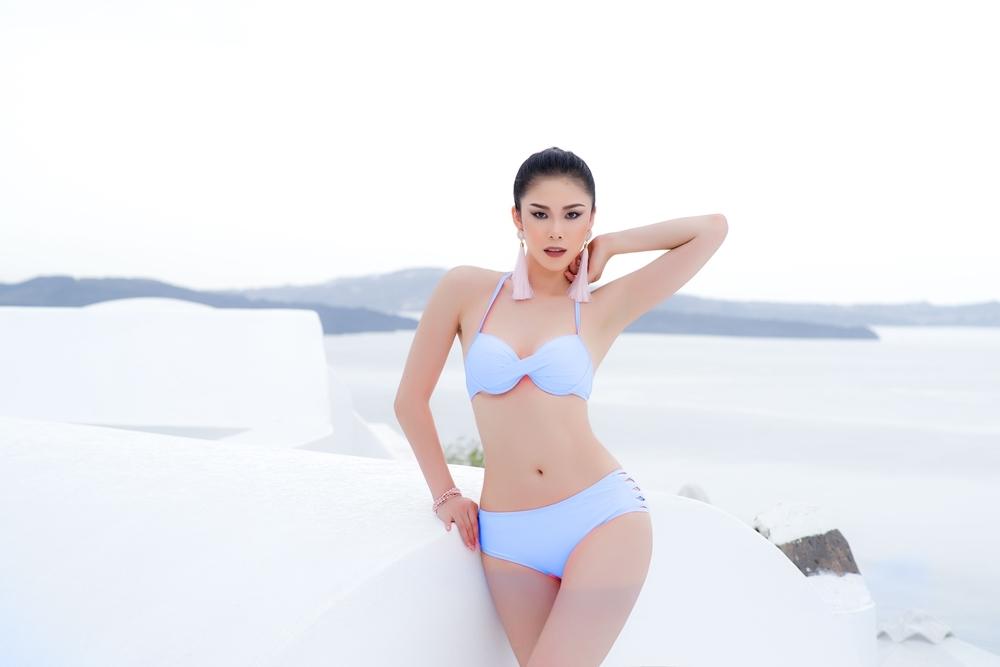 Hoa hậu Hoàn vũ Riyo Mori 'thư thái' với bộ bikini của nhà thiết kế Việt