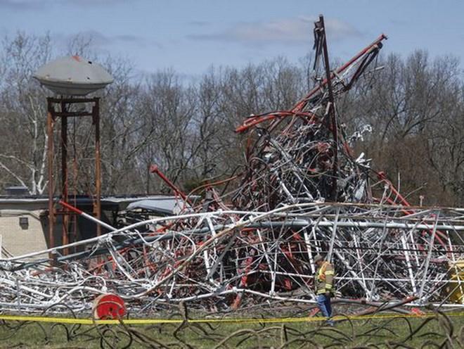 Mỹ: Sập tháp truyền hình cao 600m, nhiều người thương vong
