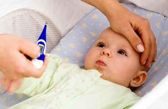 Trẻ sốt do mọc răng, phải làm sao?