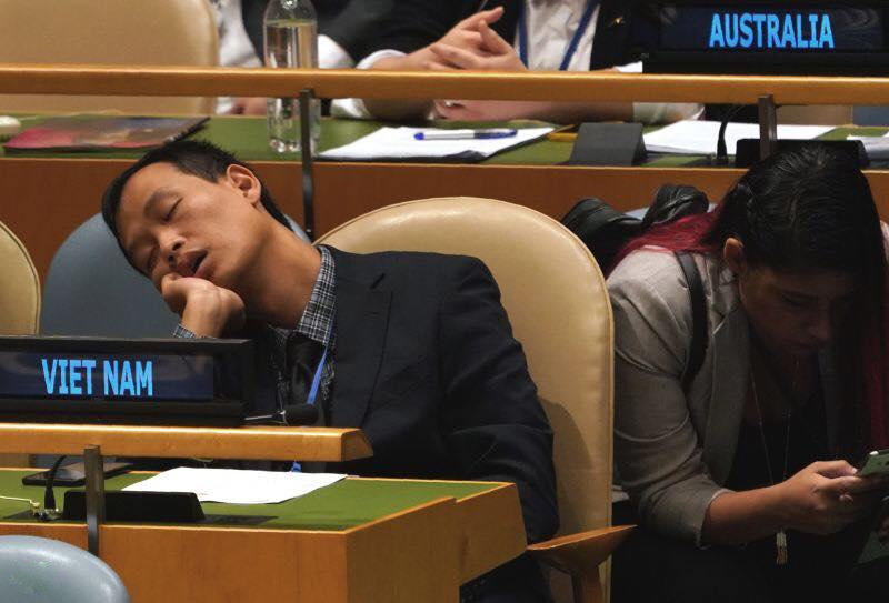 Thành viên đoàn Việt Nam nghỉ giải lao hay ngủ gật ở kỳ họp Đại hội đồng liên hợp quốc?