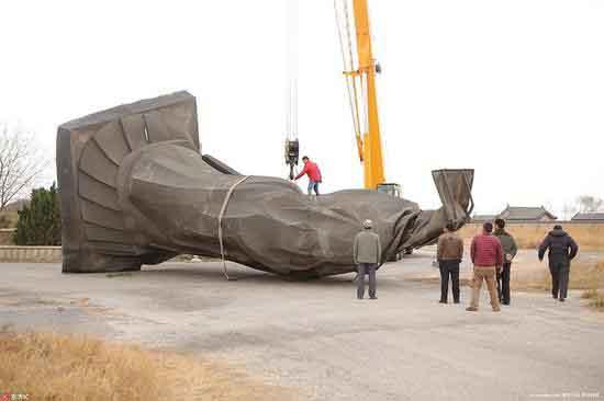 Tượng khổng lồ Tần Thủy Hoàng đổ sập vì gió to