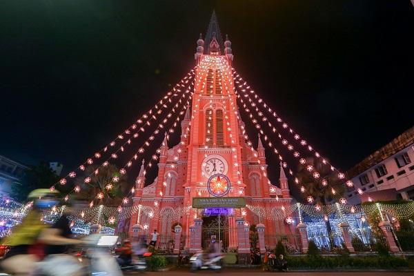 Nhà thờ gần 150 tuổi ở Sài Gòn đón Giáng sinh