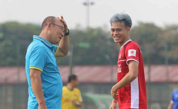 Văn Toàn khoe tóc mới, U23 Việt Nam có buổi tập nhẹ