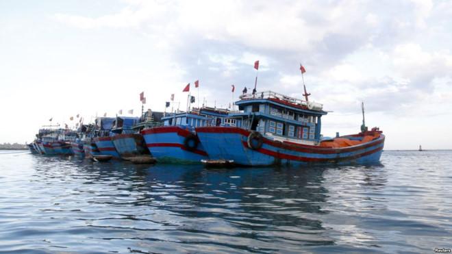 20 tàu cá Việt Nam bị tàu Trung Quốc xua đuổi ở Hoàng Sa