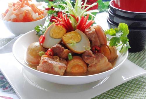 Thịt kho nước dừa ngon miệng cho dịp Tết