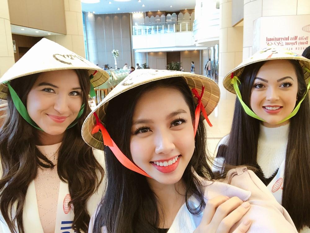 Dàn thí sinh Miss International 2018 thích thú đội nón lá Việt Nam
