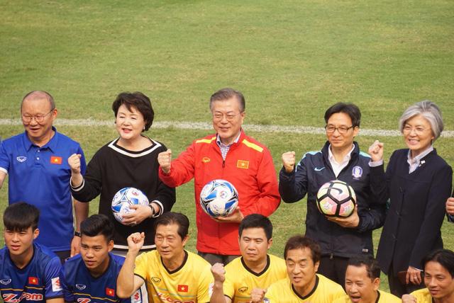 Tổng thống Hàn Quốc, Phó Thủ tướng Vũ Đức Đam cùng đá bóng với U23 Việt Nam