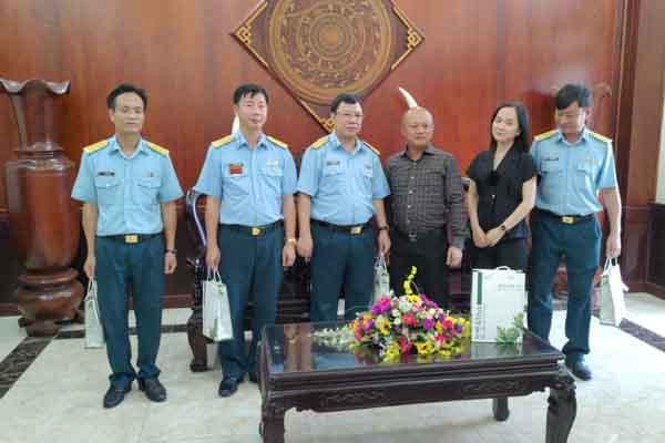 Trao quà động viên các chiến sĩ Sư đoàn 370 và 367 phòng chống dịch bệnh