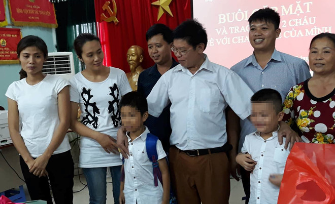 Vụ nhầm con ở Ba Vì: Hai bé trai trở về với cha mẹ ruột